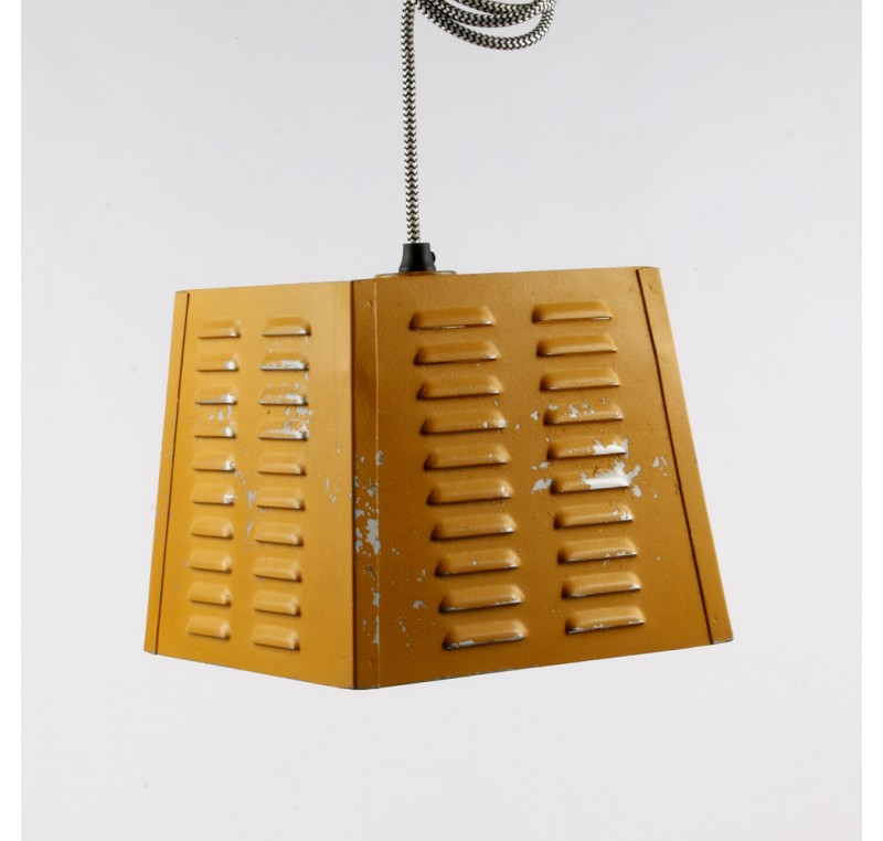 lampe suspension vintage jaune luminaire lecomptoirdesauthentics. Black Bedroom Furniture Sets. Home Design Ideas