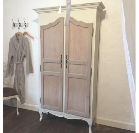 Armoire PHILEMON en bois blanc vieilli
