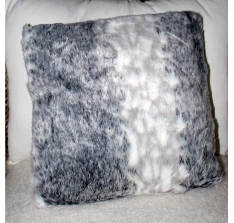 Coussin Walapa façon FOURRURE DE LOUP gris et blanc