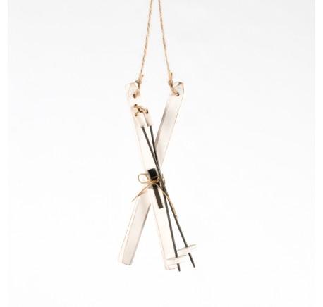 Décoration Paire de skis bois blanc avec batons métal à suspendre - Décoration de Noël  - Lecomptoirdesauthentics
